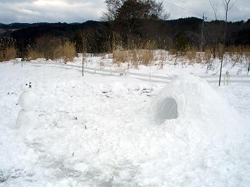 作品・・雪だるまとカマクラ