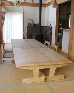 テーブルと座卓をつなげたところ