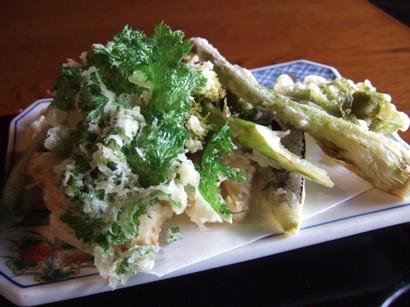 山菜いっぱいの天ぷら