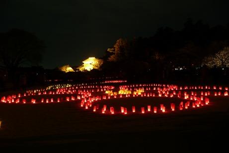 ライトアップされた好文亭と梅の花型のキャンドル