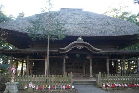 茅葺屋根の本堂