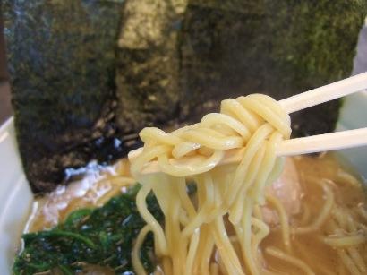 ストレートな太麺
