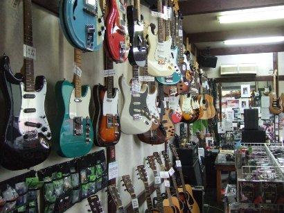 店内でのギターの販売