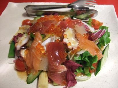 海鮮たっぷりな宴屋サラダ