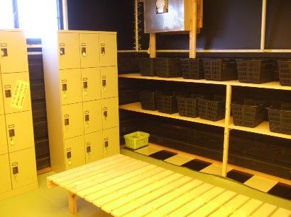 簡素な更衣室