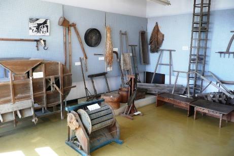昔の農機具の展示