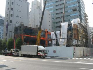 改築中の東短ビル。