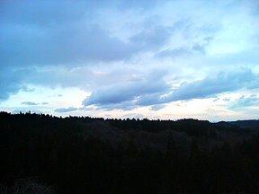 微妙な空模様