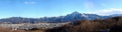 秩父市街地・武甲山に雪が降りました