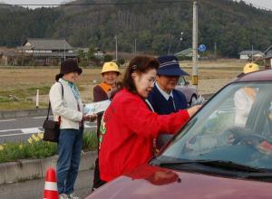 春の交通安全運動(作州津山商工会久米支部女性部)