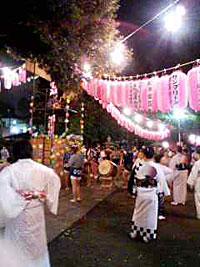 蓮根の氷川神社での盆踊り