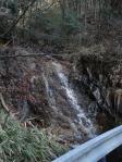 可児市久々利のゴルフ場近くの小さな滝!綺麗!