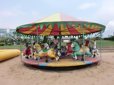 砂浜のメリーゴーランド