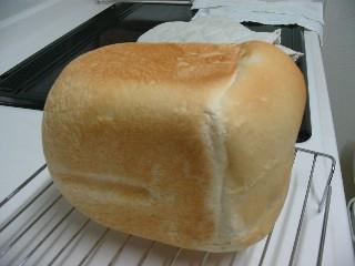 膨らみいまいちな食パン