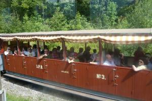 すれ違った観光登山電車
