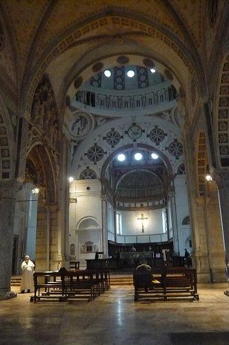 ミラノ サンタマリアデッレグラツィエ教会内部
