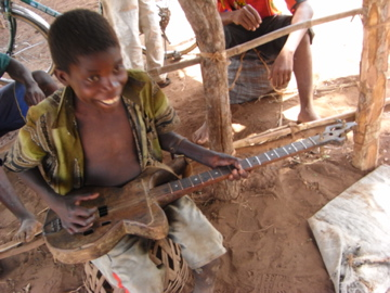 すっごいギター…誰がどうやって作ったんだろう?