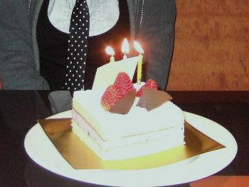 バースデyケーキ