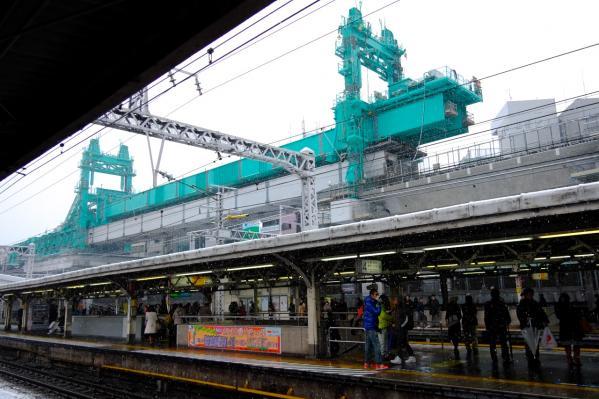 雪の神田駅