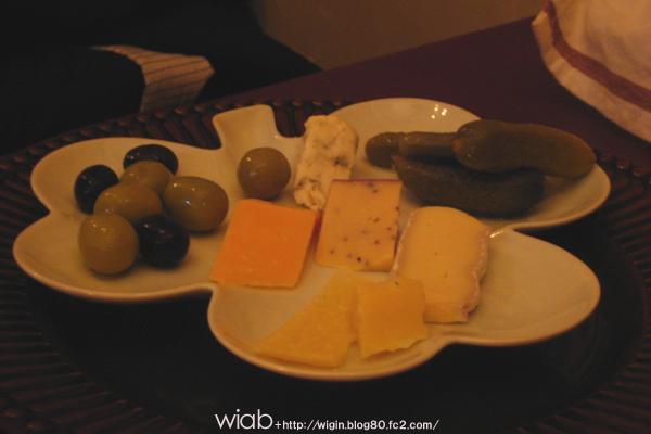 チーズ、ピクルス、オリーブの盛り合わせ♪