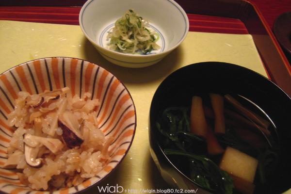 松茸ご飯☆ お吸い物のようだけど実は赤だし☆ 透明感あって美味しかった。