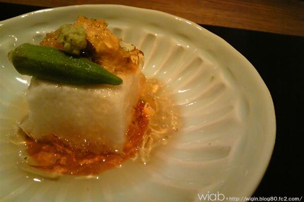 山芋豆腐の上にウニが乗ってマース