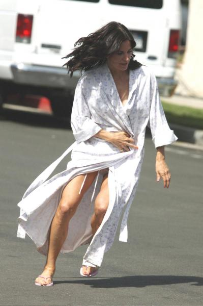 Courteney Cox - on set of Cougartown 5