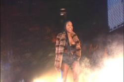Foxy Brown - Nip-Slip On Stage s2