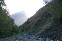 藪沢の河床殻見る甲斐駒ケ岳