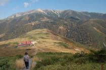 下山路から見る薬師岳