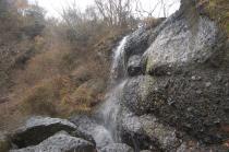 抱き返しの滝