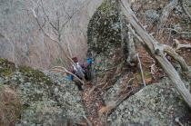 鍋足山頂からの下り1