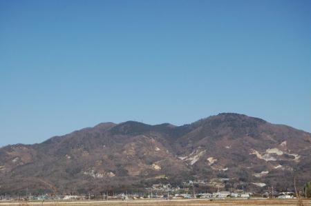 真壁町から見る燕山と加波山