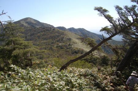 白笹山から南月山を見る