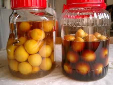 単なる梅の酢漬けです。