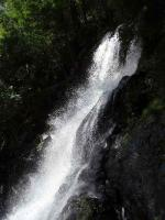 弾ける滝の飛沫