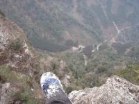 道の脇は崖