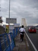 2号橋を渡る
