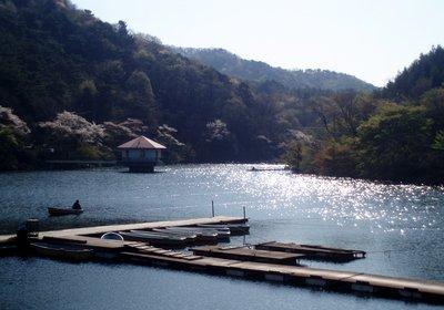 暖かくなりそうな湖面です@円良田湖