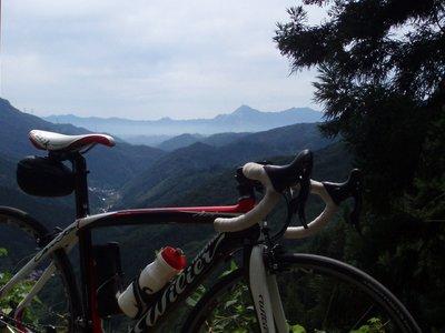 武甲山が遠くに見えます@志賀坂峠