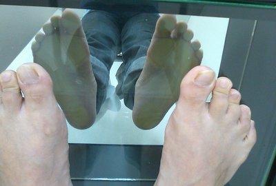 足の観察中