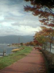 湖畔の紅葉001