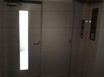 ドアとエレベーター