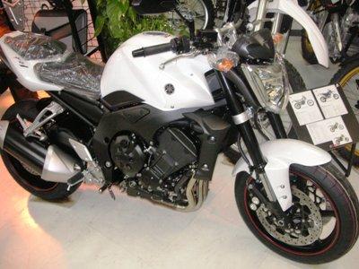 '08 FZ1 ホワイト