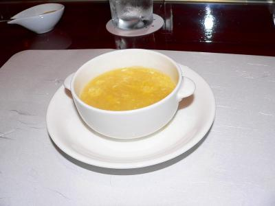 写真キャプション=玉子とふかひれが入ったスープであったような気がする