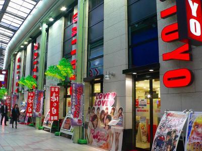写真キャプション=かつての名店であった「チェスター」を買い取って営業を始めた「大東洋東通り店」(405台)