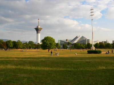 写真キャプション=秋の雰囲気が一杯の鶴見緑地公園。花博の跡地に作られた