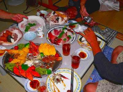 写真キャプション=佐渡の宴会で出される料理の一例