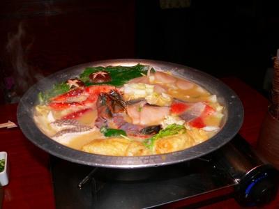 写真キャプション=「チャンコダイニング若」で食べた海鮮鍋。これは評判通りで実に美味しかった