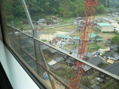 写真キャプション=工事中の「餘部鉄橋」を渡りながら撮った渾身のワンショット